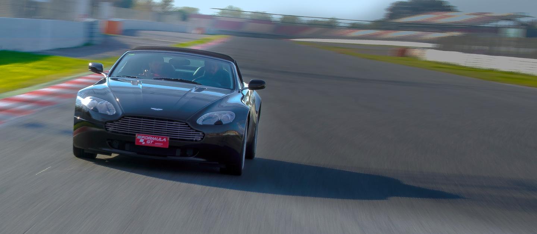 Conducir un Aston Martin en el Circuit de Barcelona-Catalunya